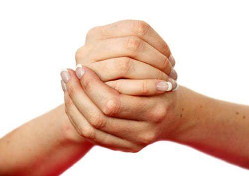 Xoay cổ tay giúp bạn nhanh bình phục do chấn thương
